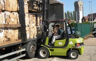 Camion Parec pour la collecte des cartons